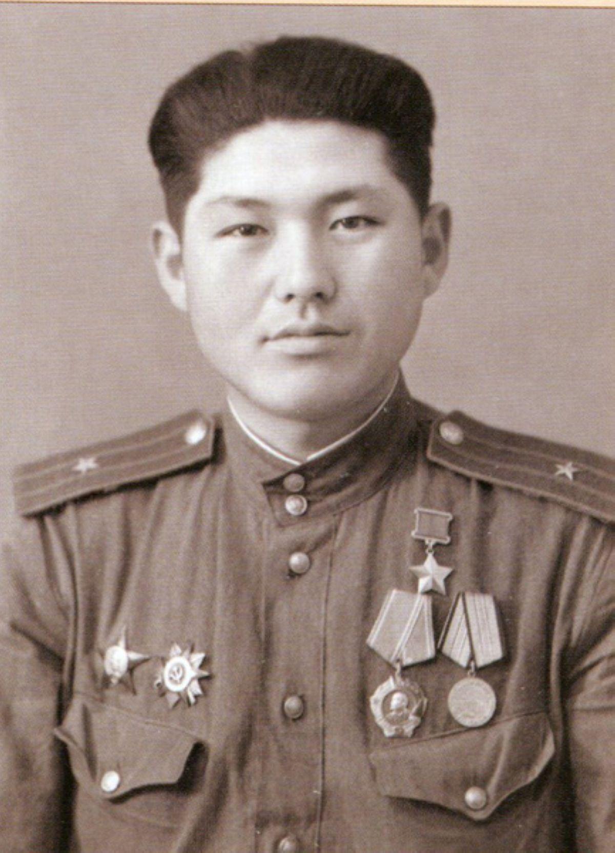 21 жасында Кеңес Одағының батыры атанған қазақ
