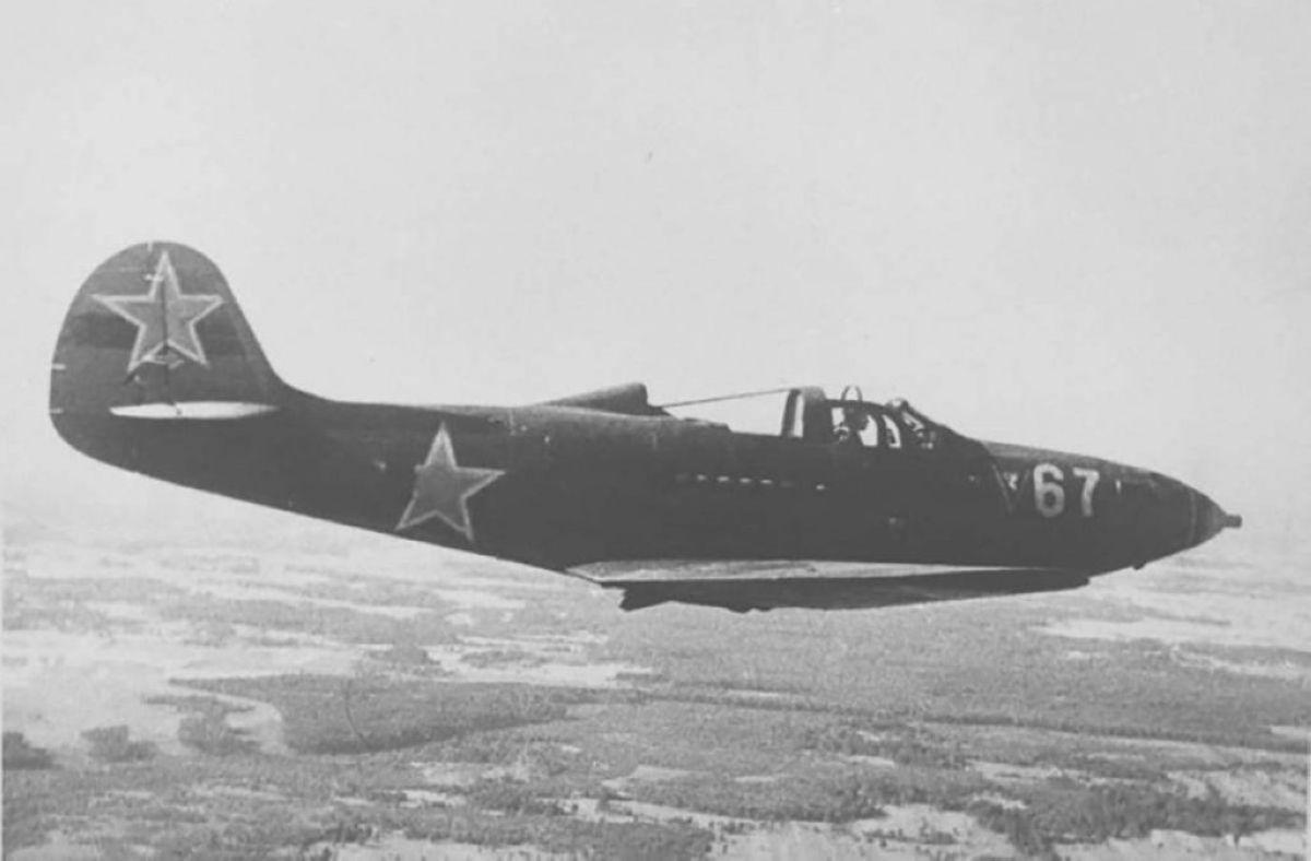 «Ленд-лиз» бағдарламасы арқылы КСРО-ға жеткізілген америлық R-39 Aerocobra ұшағы