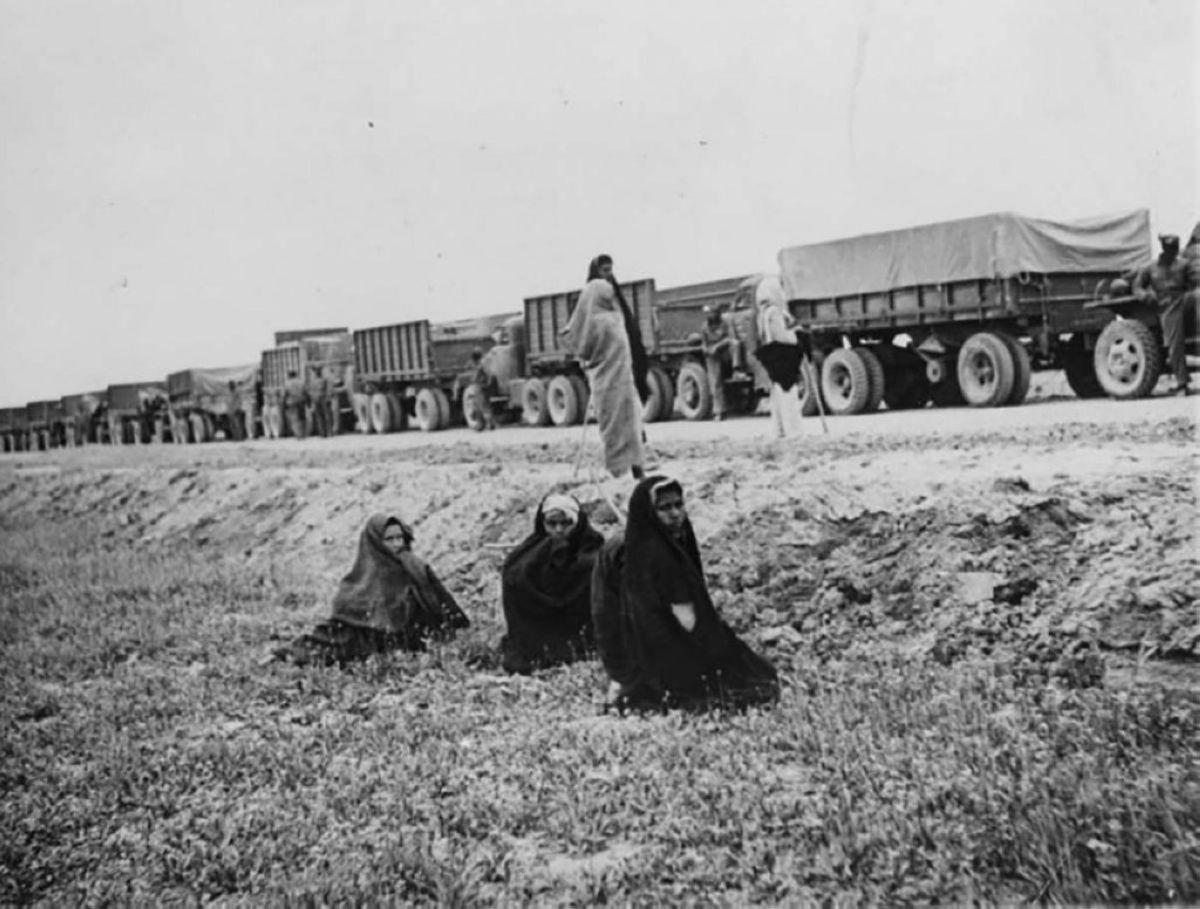 КСРО-да америкалықтар аттандырған әскери жүк көліктері Иранның шығысындағы жолда аялдап тұр