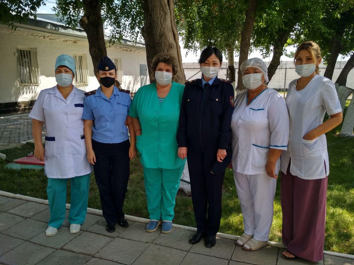 Қапастағы қамқорлық: Павлодардағы дәрігерлер 56 жылдан бері сотталғандарды емдеп келеді
