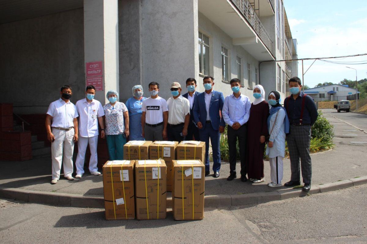 «Jas Otan» Жастар қанаты аудандық ауруханаға 6 оттегі концентраторын табыстады