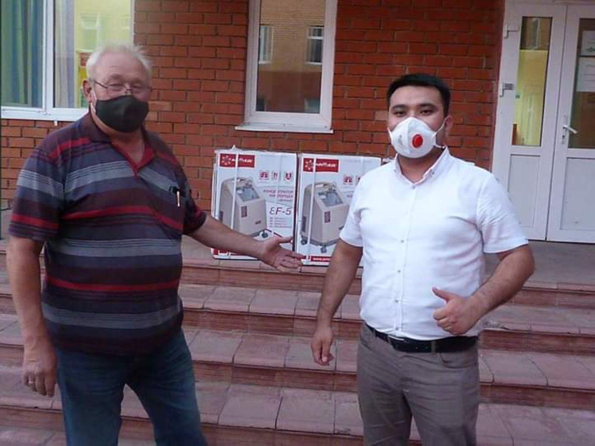 «Nur Otan» партиясы Жарқайың ауруханасына үш оттегі аппаратын жеткізді