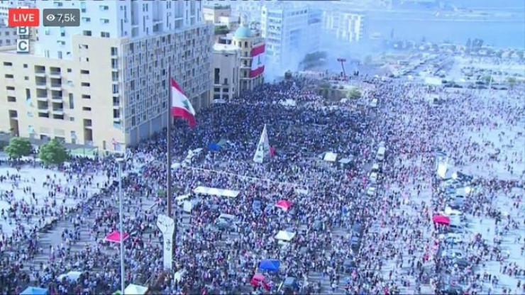 Бейрут: мыңдаған адам үкіметке қарсы наразылыққа шықты