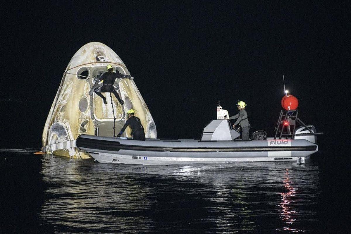 Азаматтық экипажы бар SpaceX кемесі Жерге оралды